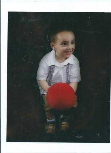 JULIAN.LIL ANGEL PICTURE.RED BALL.2010 001