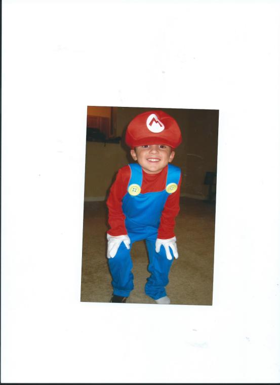 MARIO JULIAN.HALLOWEEN COSTUME BEFORE CHANGING MIND TO BE SUPERMAN 001