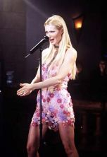 Gwyneth Paltrow sings karaoke in Duets